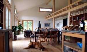 Интерьер деревянного коттеджа - гостиная