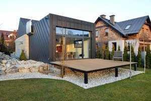 Небольшой дом с гаражом вид на террасу