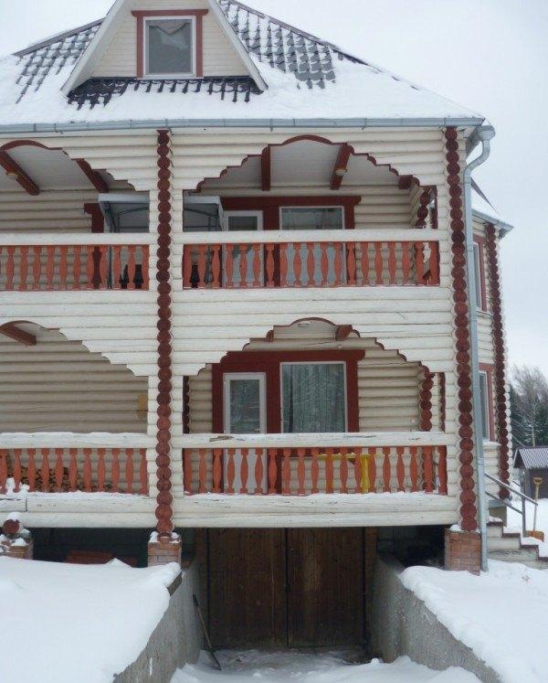 Деревянный дом с подземным гаражом