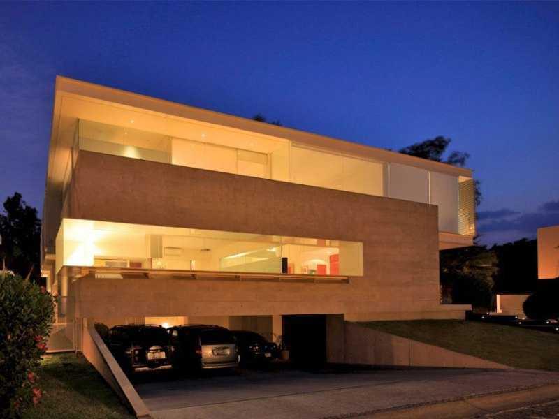 Дом в стиле хай-тек с подземным гаражом