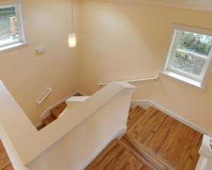 Спуск по лестнице подвальный этаж