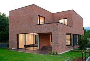 2. Небольшой кирпичный дом