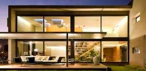 Пример дома с большими окнами