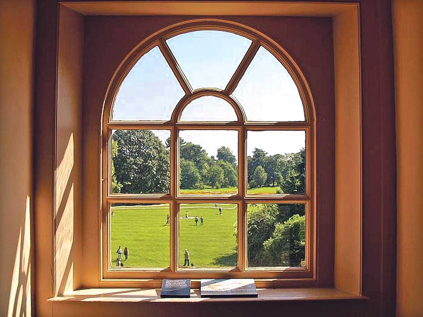отремонтированное окно из дерева