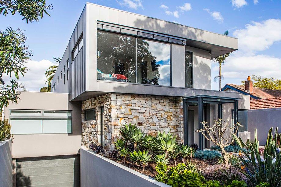 стеклянный фасад дома