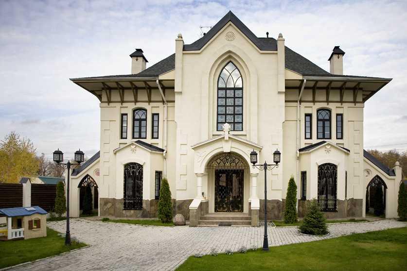 дома в готическом стиле фото