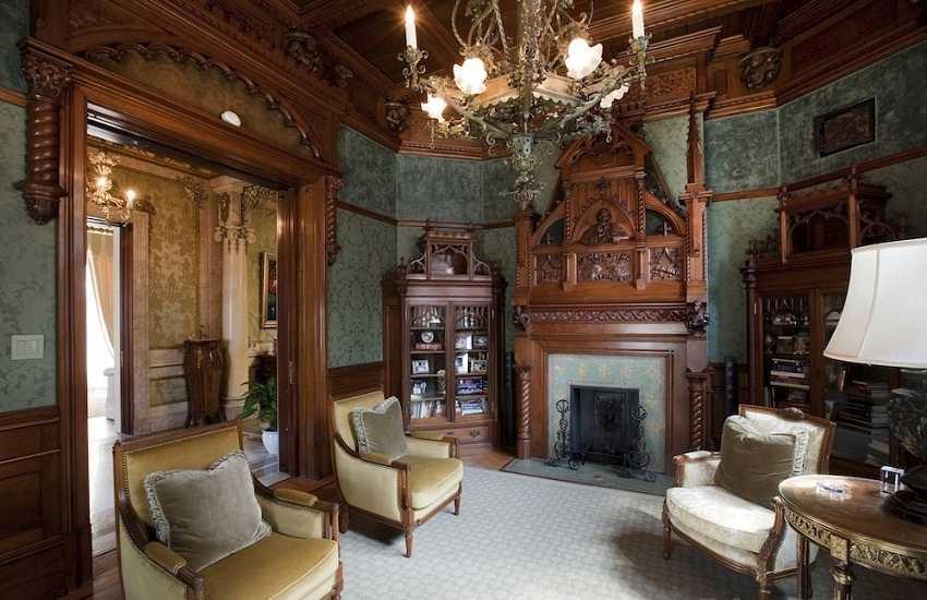 небольшой дом готическом стиле