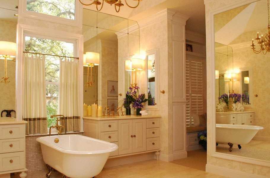 ванная зеркальной стеной