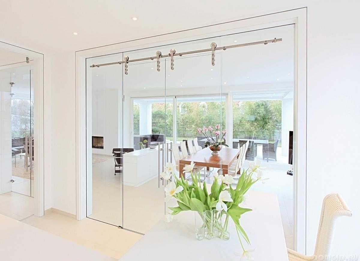 стеклянные раздвижные двери интерьере