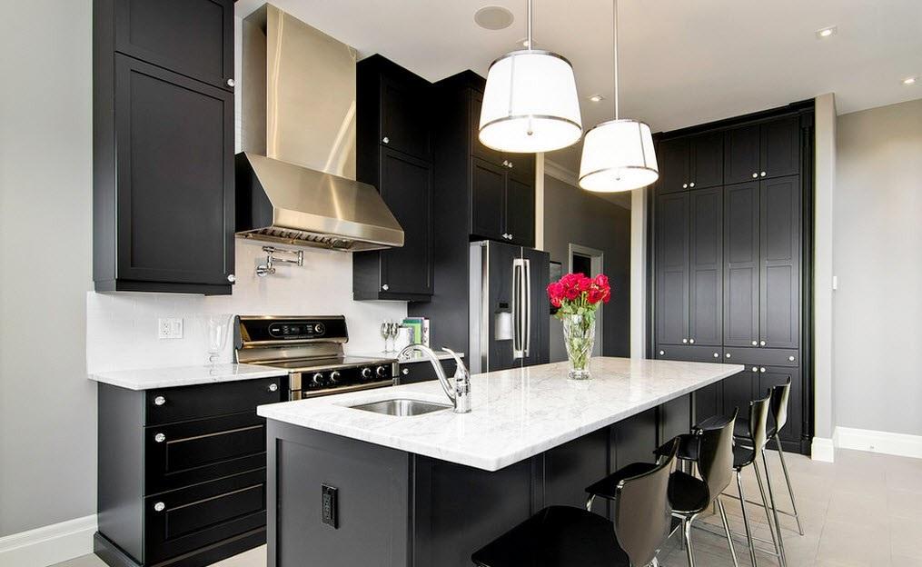 Темно белая кухня