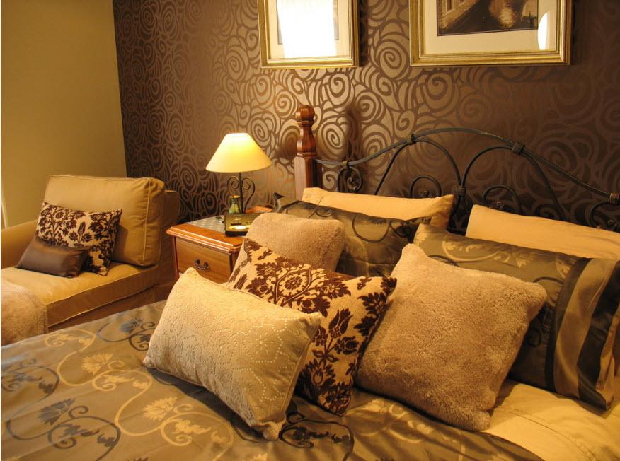спальни с кованными кроватями фото