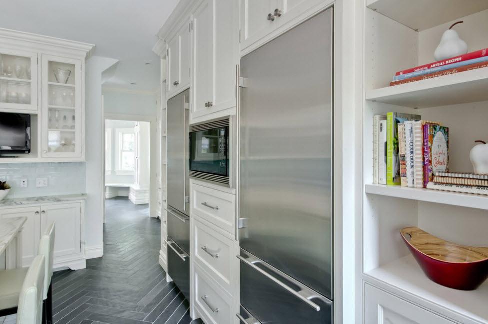 холодильник в кухню