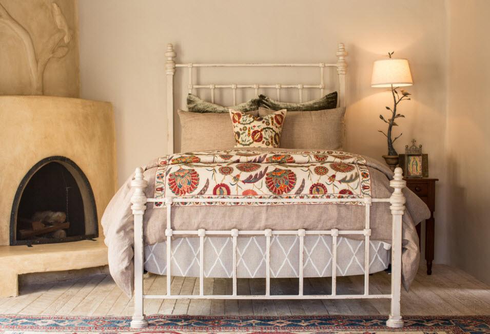 Кованная кровать в спальню