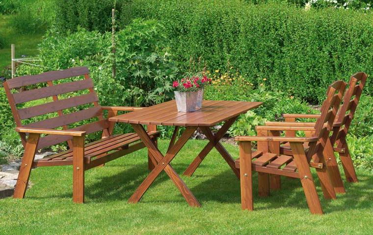 Преимущества деревянной мебели для сада