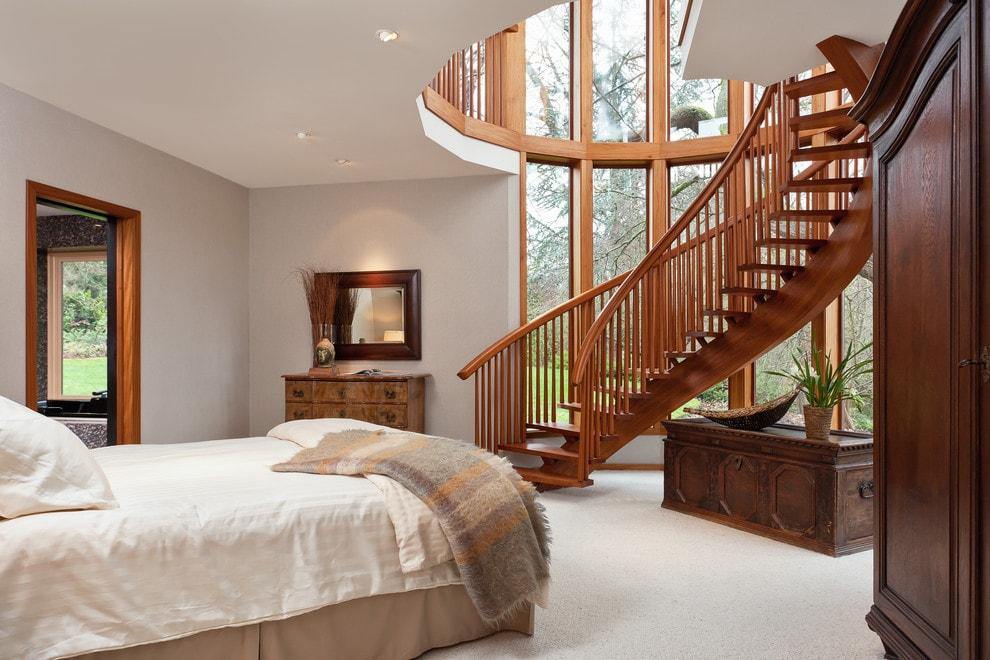 Лестница в деревянном доме 10