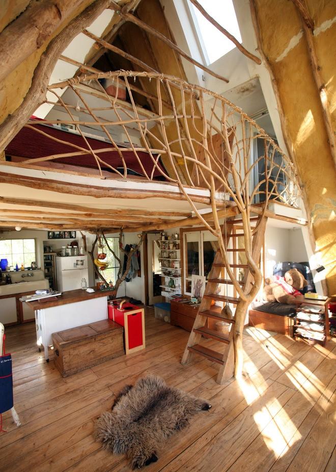 Лестница в деревянном доме 2