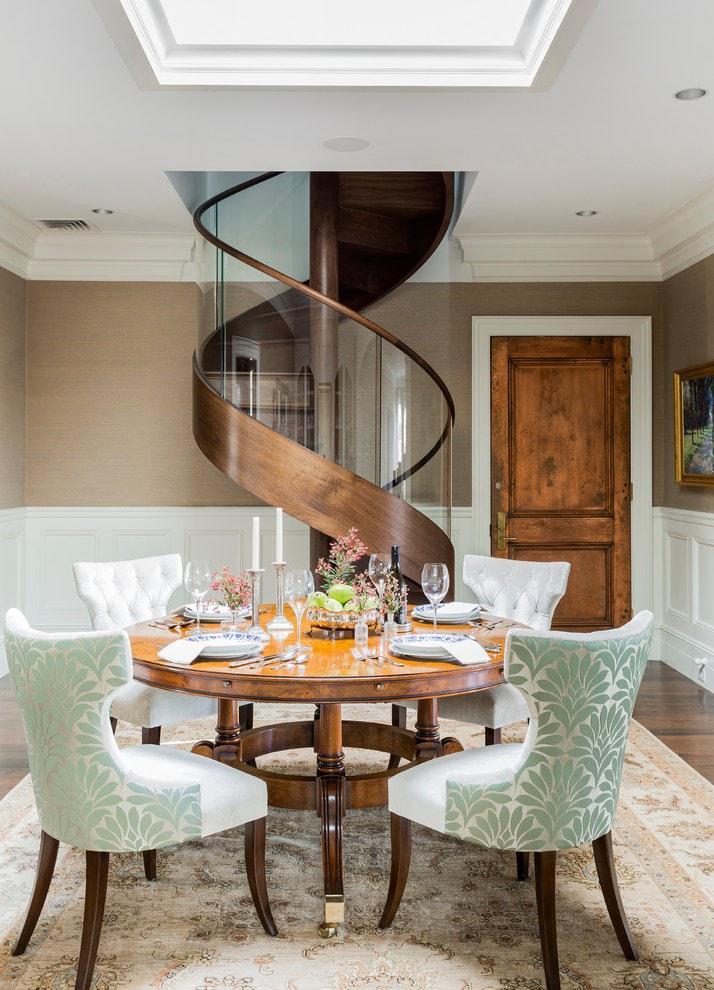 Лестница в деревянном доме 4