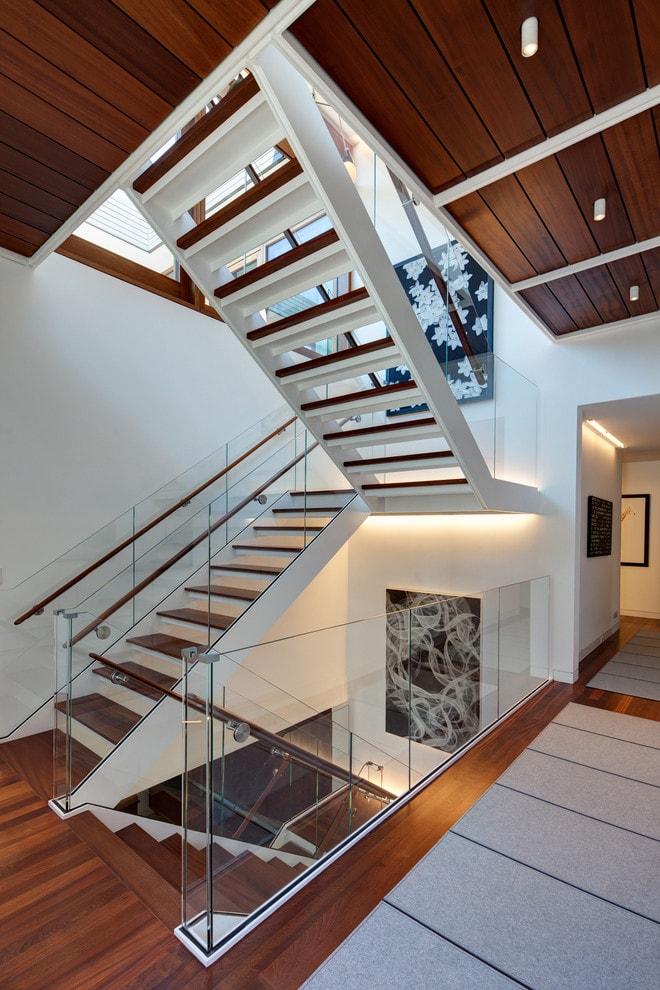 Лестница в деревянном доме 8