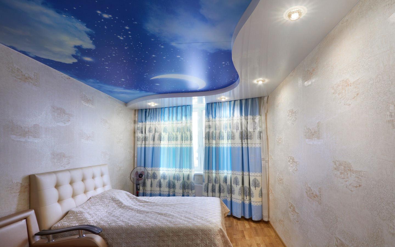 Натяжной потолок для спальни 2