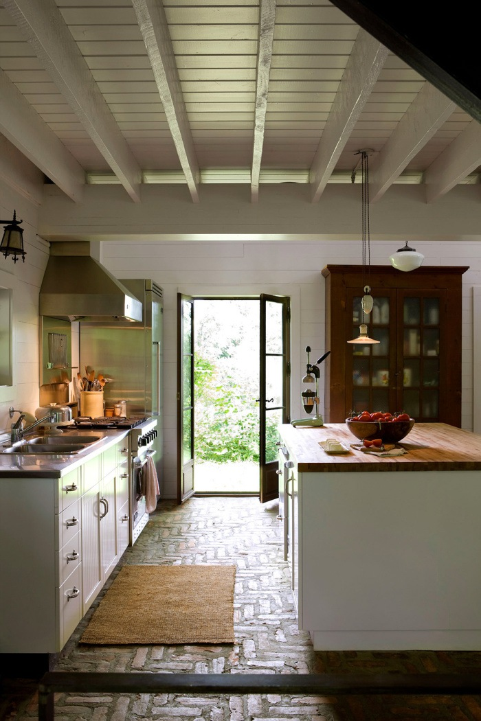 Потолок в деревянном доме 8